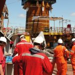 Installing of offshore monopiles for an offshore wind farm y vibratory driving